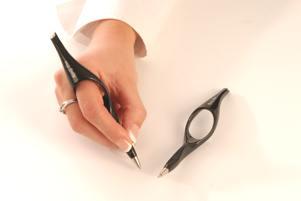 Aangepaste pen bij reuma. Ergotherapie Voorschoten